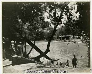 Swimmers find relief from the heat at Brackenridge Park. (SC1265.6.2)