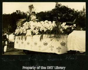 The Queen on her float in the 1911 parade.