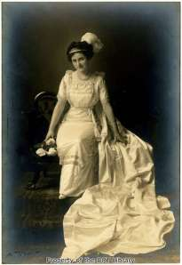 Milby Giles as a Duchess in the Fiesta Court of Carnival Flowers (1911) and Court of Lilies (1912). In 1915 she married her Duke, Adolph Beckmann.