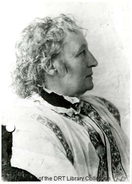 Elizabet Ney, reknowned Texas sculptor, wearing a high collar traditional dress, undated. General Images Collection, DRT Library Collection, Alamo Research Center.
